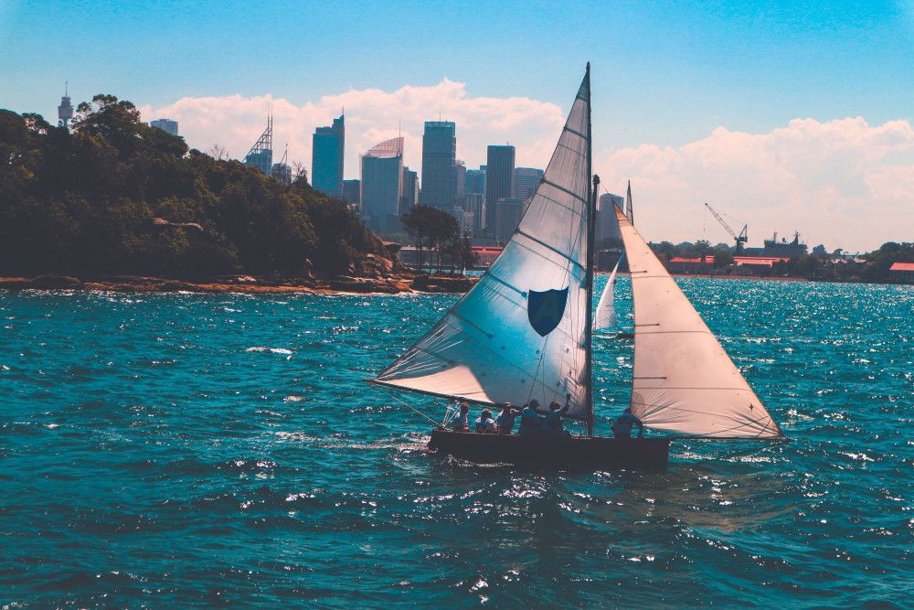 Sailboat in front of NYC with Bermuda mainsail and Jib